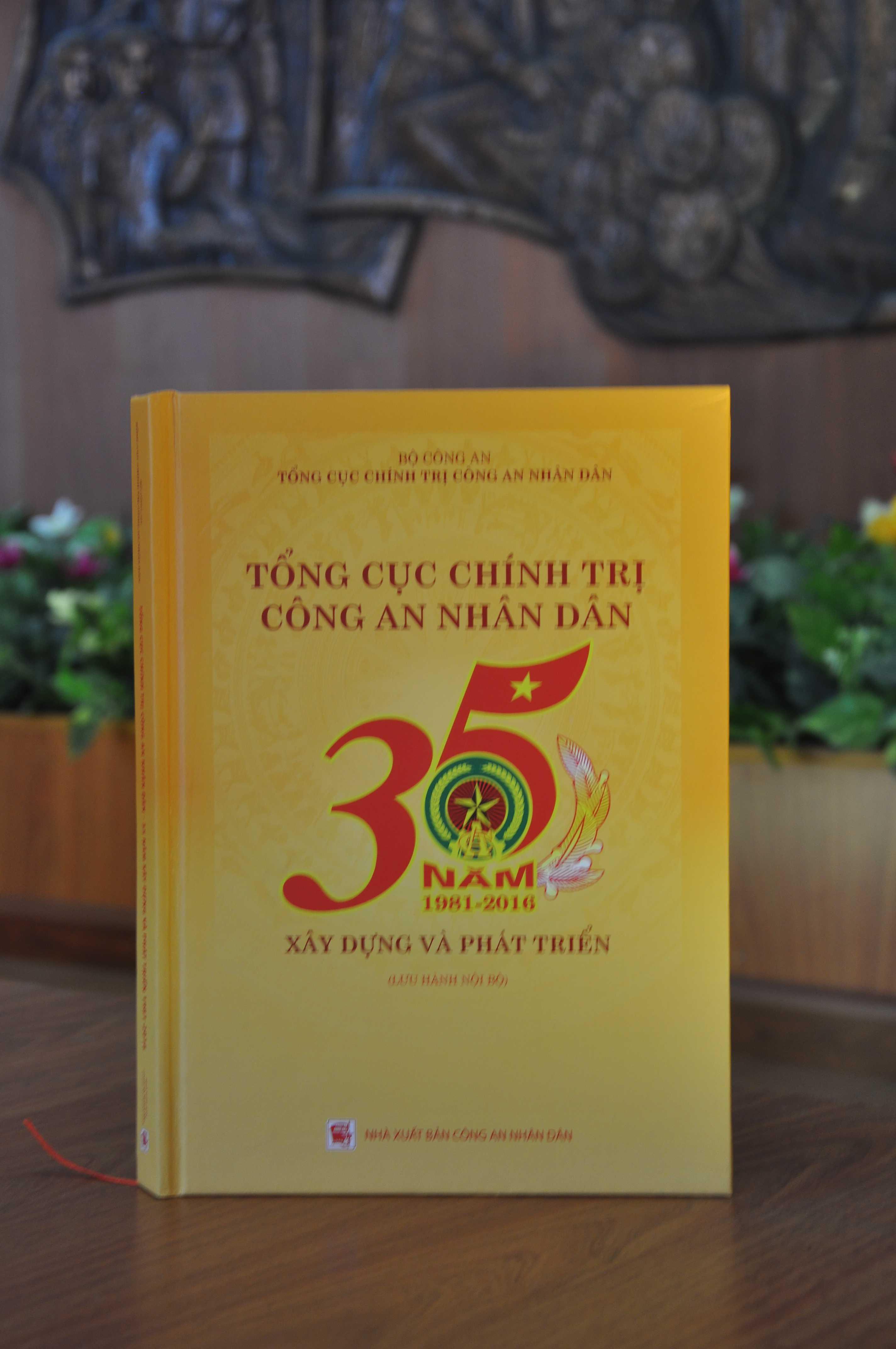 Sách 35 năm Tổng cục Chính trị
