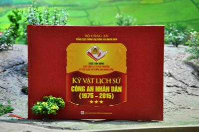 """Bộ sách """"Những kỷ vật lịch sử Công an nhân dân"""" (1975 – 2015)"""