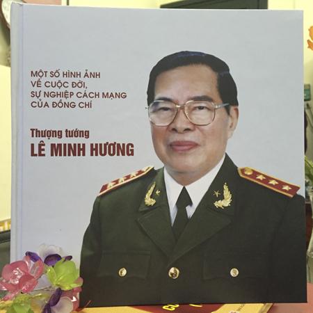 """Cuốn sách """"Một số hình ảnh  về cuộc đời và sự  nghiệp cách mạng của đồng chí Lê Minh Hương"""""""