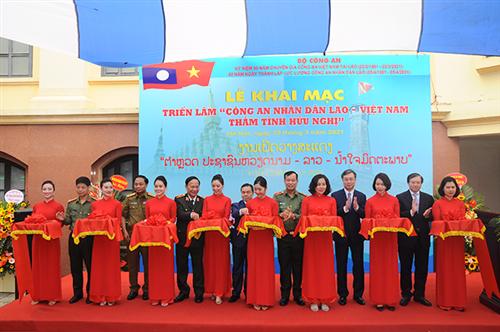 """Khai mạc triển lãm: """"Công an nhân dân Lào - Việt Nam - Thắm tình hữu nghị"""""""