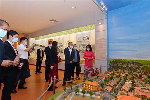 Đoàn đại biểu Bộ An ninh quốc gia Trung Quốc tham quan  Bảo tàng Công an nhân dân