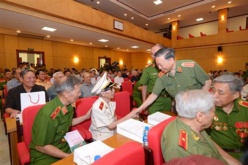 Gặp mặt nhân dịp kỷ niệm 74 năm Ngày truyền thống Công an nhân dân và 14 năm Ngày hội toàn dân bảo vệ an ninh Tổ quốc