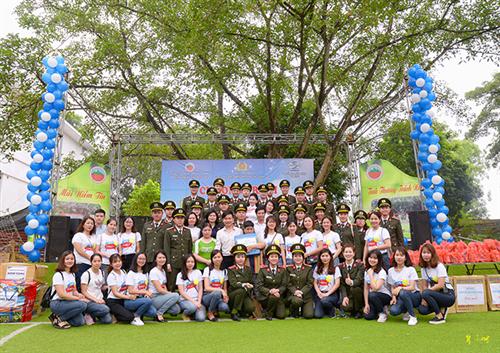 Đoàn thanh niên Cục Công tác đảng và công tác chính trị tổ chức chương trình thiện nguyện tại trung tâm phục hồi chức năng người khuyết tật Thụy An, huyện Ba Vì, thành phố Hà Nội
