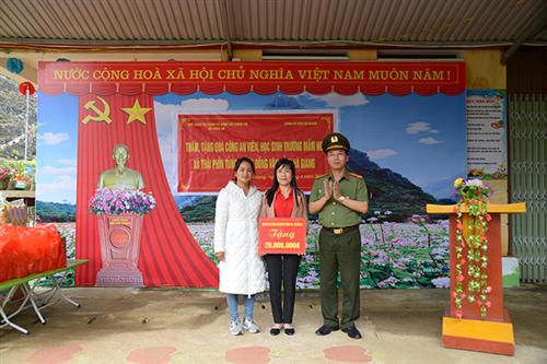Cục Công tác đảng và công tác chính trị tổ chức sinh hoạt chính trị tại tỉnh Hà Giang