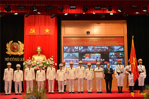 Kỷ niệm 75 năm ngày truyền thống lực lượng An ninh nhân dân và đón nhận Huân chương Bảo vệ Tổ quốc hạng Nhất