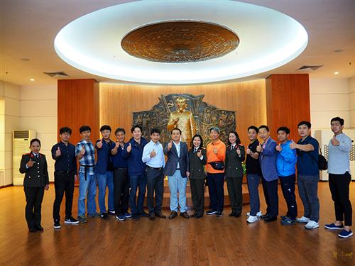 Đại diện cơ quan Cảnh sát Quốc gia Hàn Quốc tham quan  Bảo tàng Công an nhân dân