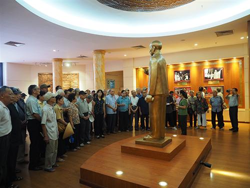Câu lạc bộ Sỹ quan hưu trí Bộ Công an  tham quan bảo tàng Công an nhân dân