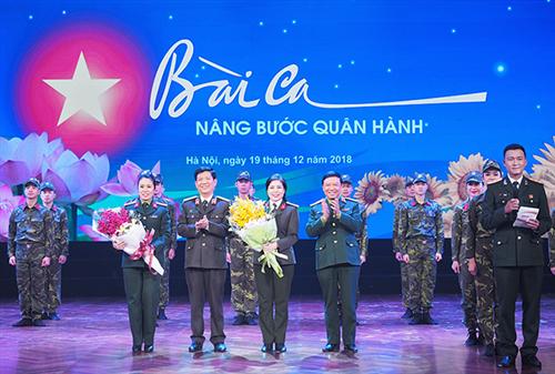 """Chương trình nghệ thuật """"Bài ca nâng bước quân hành"""" chào mừng kỷ niệm 74 năm thành lập Quân đội nhân dân Việt Nam và 29 năm Ngày hội Quốc phòng toàn dân."""
