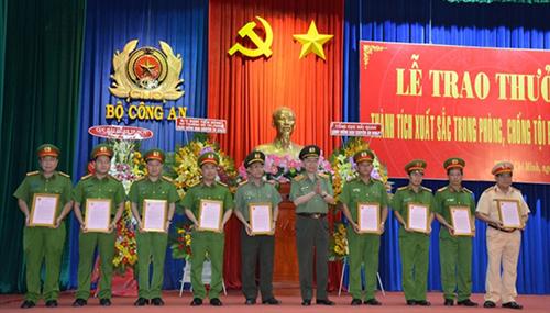 Khen thưởng các đơn vị xuất sắc phá chuyên án ma tuý xuyên quốc gia tại TP Hồ Chí Minh