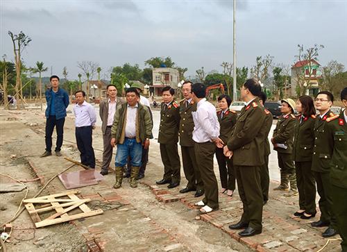 Thứ trưởng Nguyễn Văn Thành kiểm tra thực địa và nghe báo cáo tiến độ thực hiện Dự án khu di tích Công an Khu XII