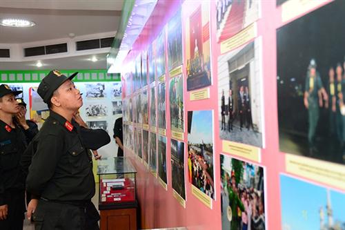 Công an thành phố Hà Nội tham quan học tập chính trị và tìm hiểu truyền thống lịch sử tại Bảo tàng Công an nhân dân