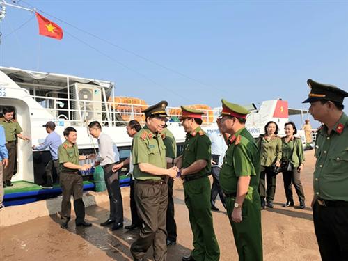 Bộ trưởng Tô Lâm thăm và làm việc tại huyện đảo Lý Sơn, tỉnh Quảng Ngãi