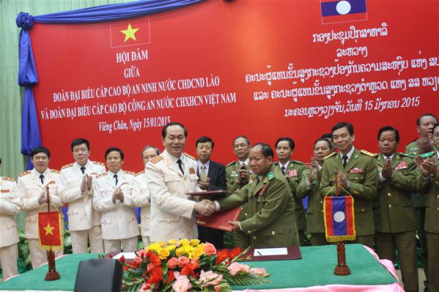 53.Hội đàm giữa đoàn đại biểu cấp cao Bộ An ninh Lào và Bộ Công an Việt Nam, tại Viêng Chăn, ngày 15.01.2015.