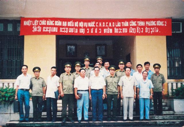 61.Đồng chí Asanglaoly, Bộ trưởng Bộ Nội vụ Lào đến thăm công trình Phương Đông II (thuộc Cục A22) Bộ Nội vụ, tháng 8.1991
