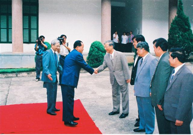 69.Lãnh đạo Bộ Nội vụ Việt Nam đón tiếp đồng chí Asanglaoly Bộ trưởng Bộ Nội vụ Lào, tháng 5.1996.