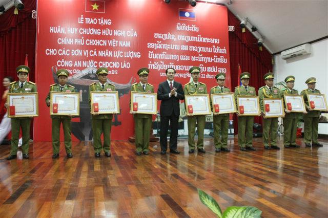 159. Lễ trao tặng huân, huy chương hữu nghị của Chính phủ CHXHCN Việt Nam cho các đơn vị, cá nhân lực lượng Công an nước CHDCND Lào