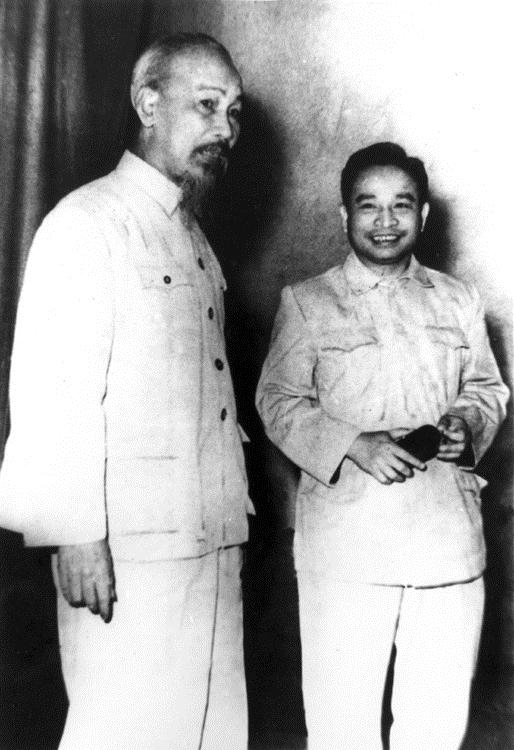 5.Chủ tịch Hồ Chí Minh và đồng chí Trần Quốc Hoàn, Bộ trưởng  Bộ Công an tại Hội nghị Công an toàn quốc lần thứ 14, tháng 11960 tại Trường Công an Trung ương (nay là Học viện An ninh nhân dân)