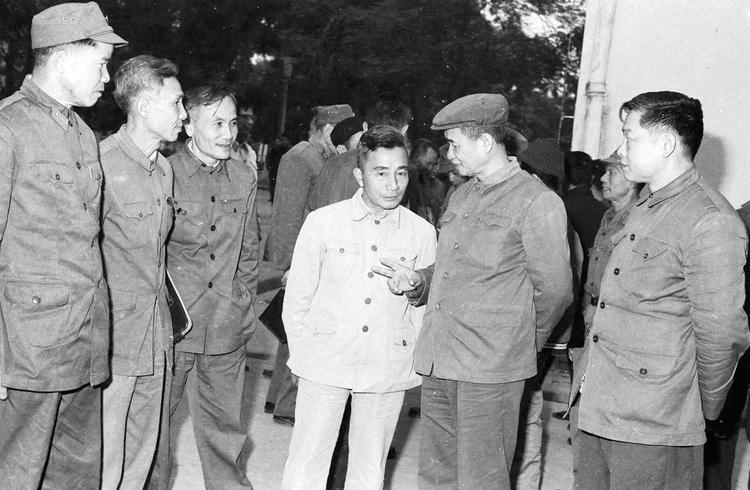 22.Đồng chí Viễn Chi, Thứ trưởng Bộ Nội vụ (nay là Bộ Công an) nói chuyện với các đại biểu dự Hội nghị Công an toàn quốc lần thứ 34, ngày 26.12.1978