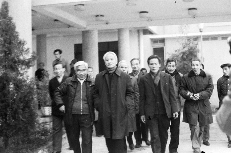 26.cùng các đồng chí lãnh đạo Bộ đón Chủ tịch Hội đồng Bộ trưởng Phạm Văn Đồng dự Hội nghị Công an toàn quốc lần thứ 38, ngày 22.01.1983