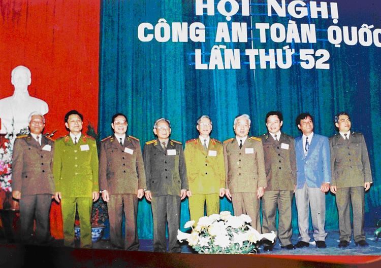 36.Các đồng chí lãnh đạo Bộ Nội vụ (nay là Bộ Công an) tại Hội nghị Công an toàn quốc lần thứ 52, ngày 15.1.1997