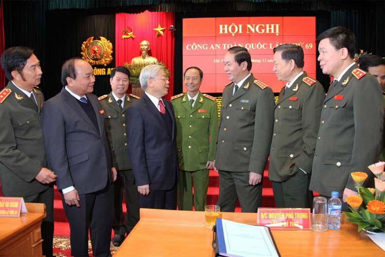 46.Tổng Bí thư Nguyễn Phú Trọng trao đổi với các đồng chí Lãnh đạo Bộ Công an và đại biểu dự Hội nghị Công an toàn quốc lần thứ 69, ngày 18.12.2013