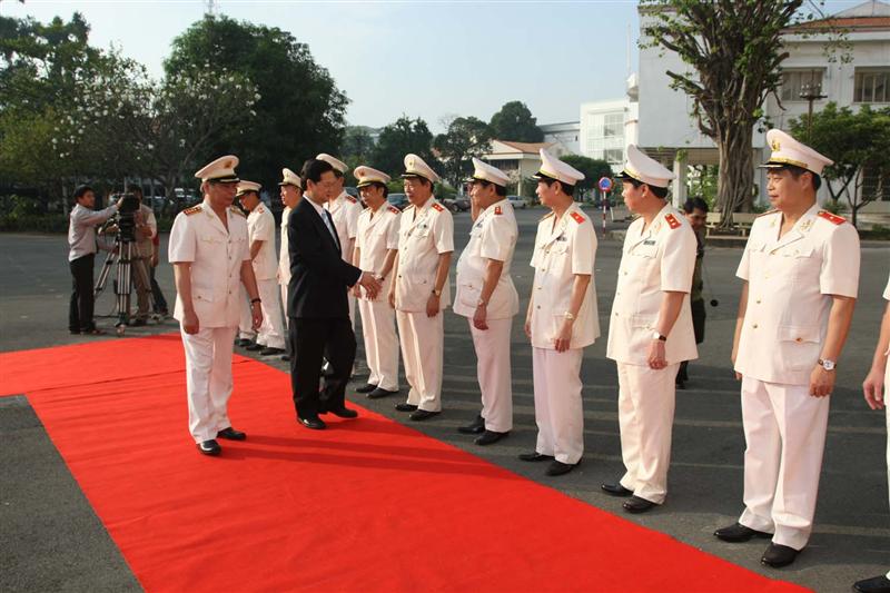 47.Thủ tướng Nguyễn Tấn Dũng duyệt đội danh dự Công an nhân dân tại Hội nghị Công an toàn quốc lần thứ 64, ngày 21.12.2008