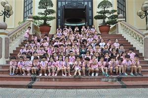 Các bé mẫu giáo tham quan Bảo tàng Công an nhân dân